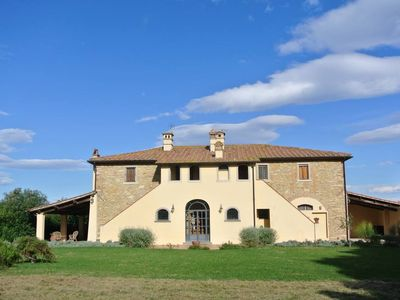 Finely  restored '700 mansion,  spacious and very pleasant, ideal for visiting Pisa, Volterra, San Gimignano, Siena but also the sea coast.