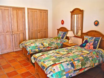 Casita 2 single beds with adjoining King size Bedroom & en suite bathroom/shower