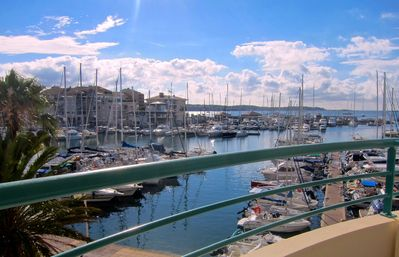 Appt Beautiful SEAVIEW and marina, with POOL / Parking, 2min walk gd BEACH