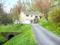 WOODSIDE , family friendly, with a garden in Laugharne, Ref 921026