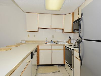 Nicely Furnished  Beach Block 2 Bedroom, 3rd Floor Unit With Elevator.