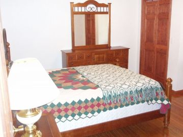 First Floor Bedroom - Queen Size Bed