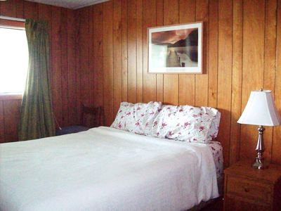 Sechelt house rental - 2nd bedroom with queen bed