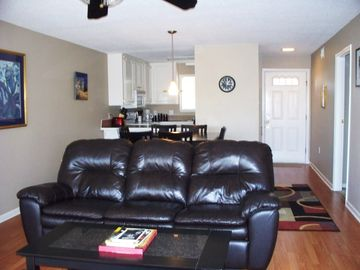 Greers Ferry Lake condo rental - Living Room facing entrance door and kitchen