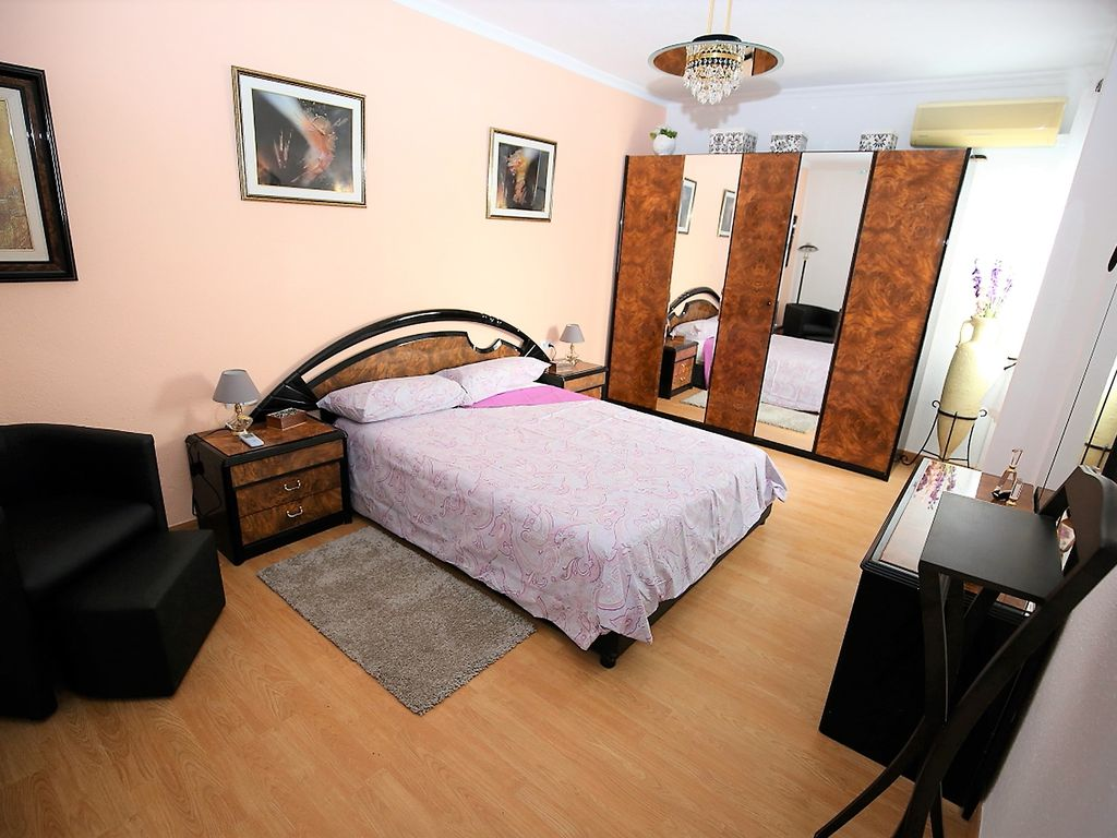 Apartment by the Jardin del Turia, METRO AT THE DOOR AND GARAGE