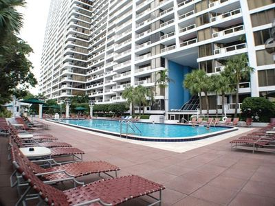 2BR / 2BA Vacation Rental Condo in Miami, FL - Evolve Vacation Rental Network