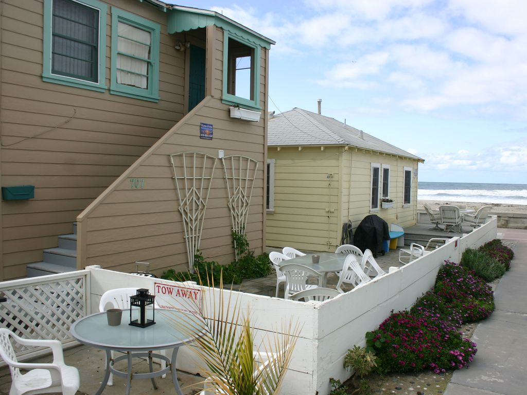 Cozy ocean front beach cottages 4 cottages vrbo for Beach front cottage