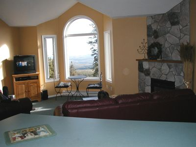 Large living room with unobstructed view of the Monashee Mountains and 2 ski run