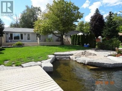 Stunning Fully equipped Waterfront, Crystal Clear water prestigious Balsam lake
