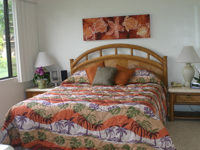 King master bedroom w/original artwork and bedspread new 2011