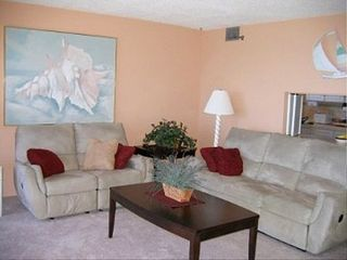 Madeira Beach condo photo - Tastefully decorated living room