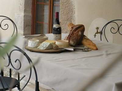 Enjoy a great Burgundy with a 'Plateau du Fromage'