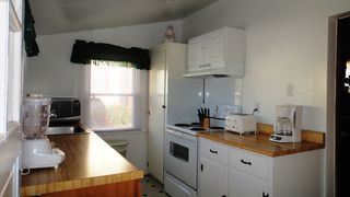Virginia Beach cottage photo - Bright shiny kitchen...very clean too!