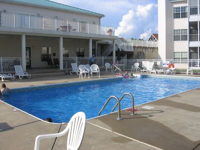 Branson condo rental - Pool with covered lounge area