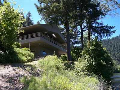Gorgeous Riverfront Home Wild and Scenic Rogue River