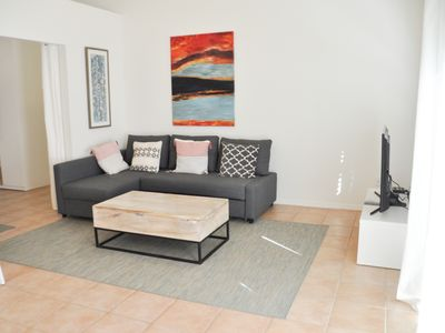 Charming and Cozy Encino one bedroom Guesthouse With Pool