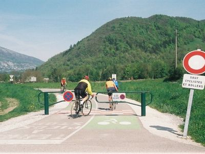 30 Kms Cycle track, goes through Giez to Annecy