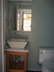 Hermosa Beach townhome rental - Powder room