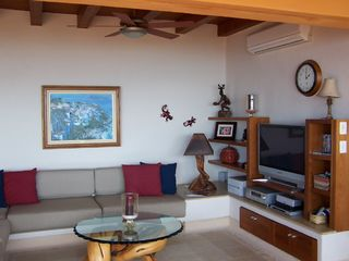 Zihuatanejo condo photo - Living Room