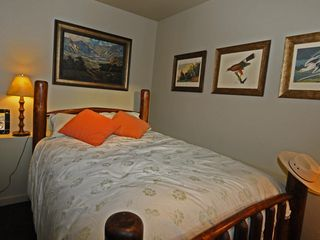 Taos Ski Valley house photo - Entry-level bedroom: queen bed with private 3/4 bath