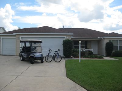 3BR 2 Bath Ranch with 4-seat golf cart, 2 bikes, walk to pools and golf!