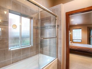 Seattle townhome photo - Bathroom in Master Suite; Shower Tub
