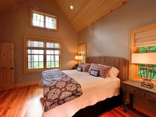 Sapphire cottage photo - The master bedroom is wonderfully appointed.