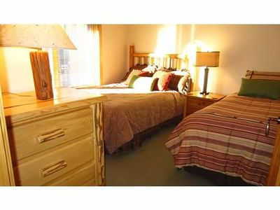 Guest bedroom - Queen & Twin Bed