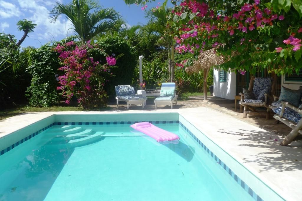 Private swimming pool only 300 steps homeaway la iglesia for Private swimming pool