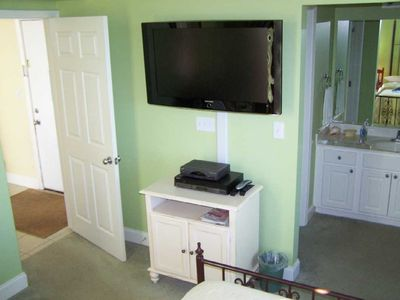 Each Bedroom has a Samsung 40' LCD TV w/Digital Cable and Samsung DVD/VCR combo