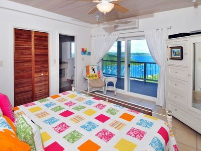 Tropical king sized bedroom. Relax in bed watching the sun come up