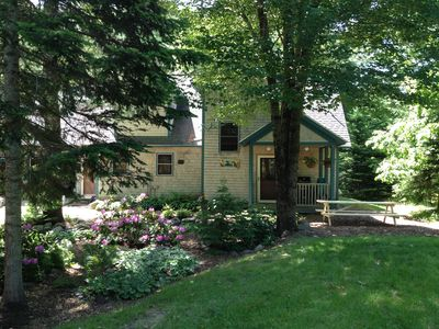 Heartwood Home: 8ft picnic table, Weber grill and an endless wooded paradise!