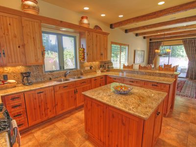 Palm Desert house rental - Kitchen looking into dining room
