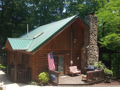 THE FABULOUS SUNDANCE LODGE! LUXURY LOG HOME-PRISTINE COVE-PONTOONS & KAYAKS!