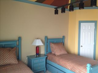 Galveston villa photo - Two twin beds with trundle can sleep three and opens to third floor deck