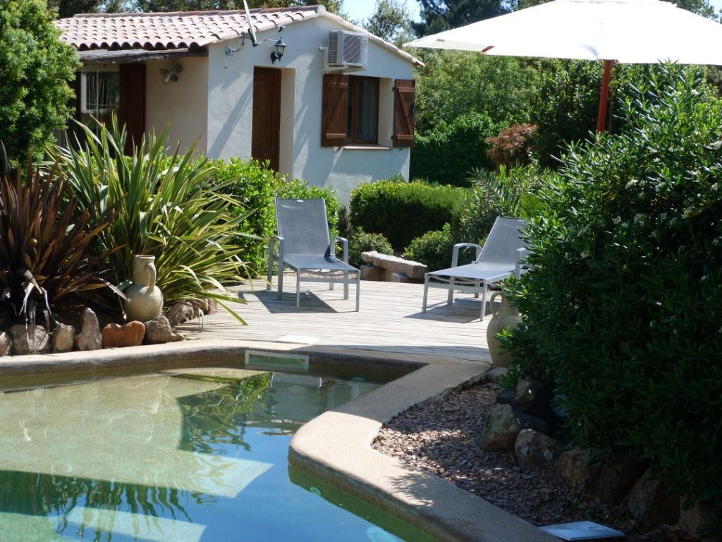 Mini villa for 2 persons with pool and vrbo for Camping golfe du morbihan avec piscine