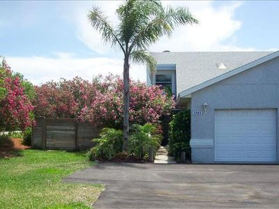 Peaceful beach townhouse, private fenced yard, pet friendly, block to ocean