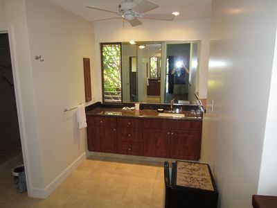 Wailea condo rental - Master Bath upstairs