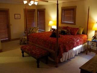Yellowstone lodge photo - Master Suite