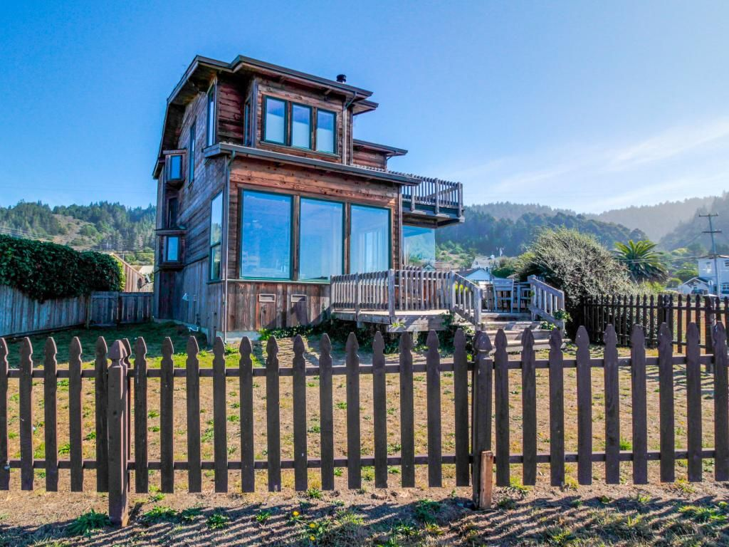 Oceanfront home with gorgeous views near vrbo for Www vrbo com