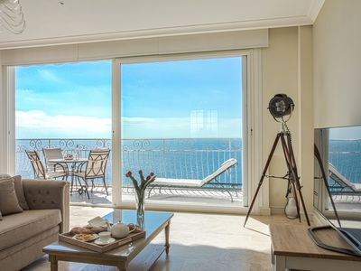 Exquisite waterside apartment, 3 mins Monaco, direct access to sea from garden