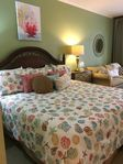 Ground Floor Studio 3107, KING bed, Queen sleeper sofa, 1 Bath, kitchenette