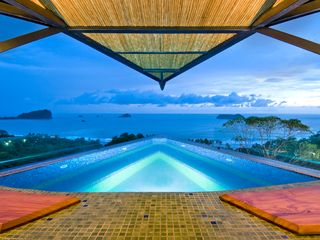Manuel Antonio villa photo - Infinity Edge Roof Top Jacuzzi view of the Bay!