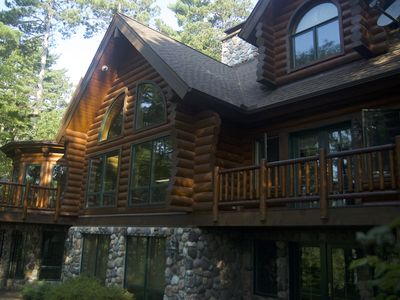 Exceptional Log Home Living Retreat