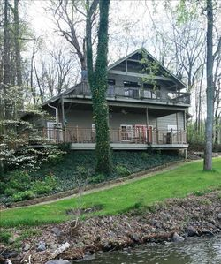 The Hawk's Nest, a 2000'Waterfront Home on Main Channel Lake Guntersville