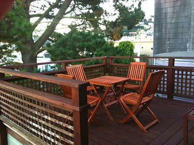 San Francisco condo rental - outdoor dining, side view