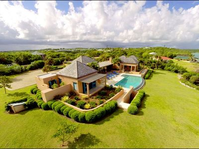 Luxury Oceanfront Villa with Spectacular Views and Infinity Pool, Close to Beach