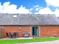 CHESTNUT COTTAGE, pet friendly in Ellesmere, Ref 23291