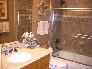 Breckenridge Peak 9 condo photo - 2nd Bathroom completely upgraded w/custom tile and granite