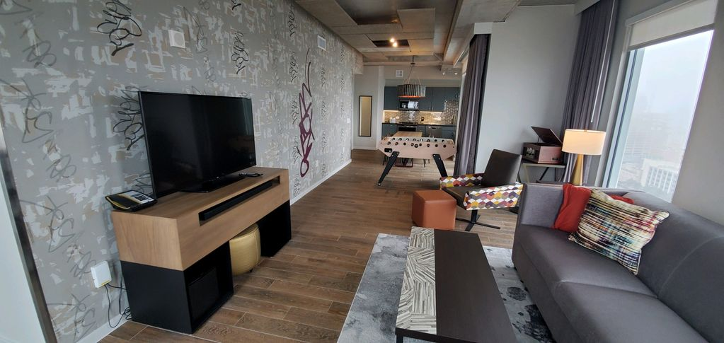 !!!!PRESIDENTIAL SUITE!!!!   –   YOUR HOME AWAY FROM HOME FOR SXSW